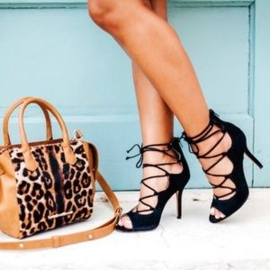 VINCE CAMUTO Black Lace Up Heels